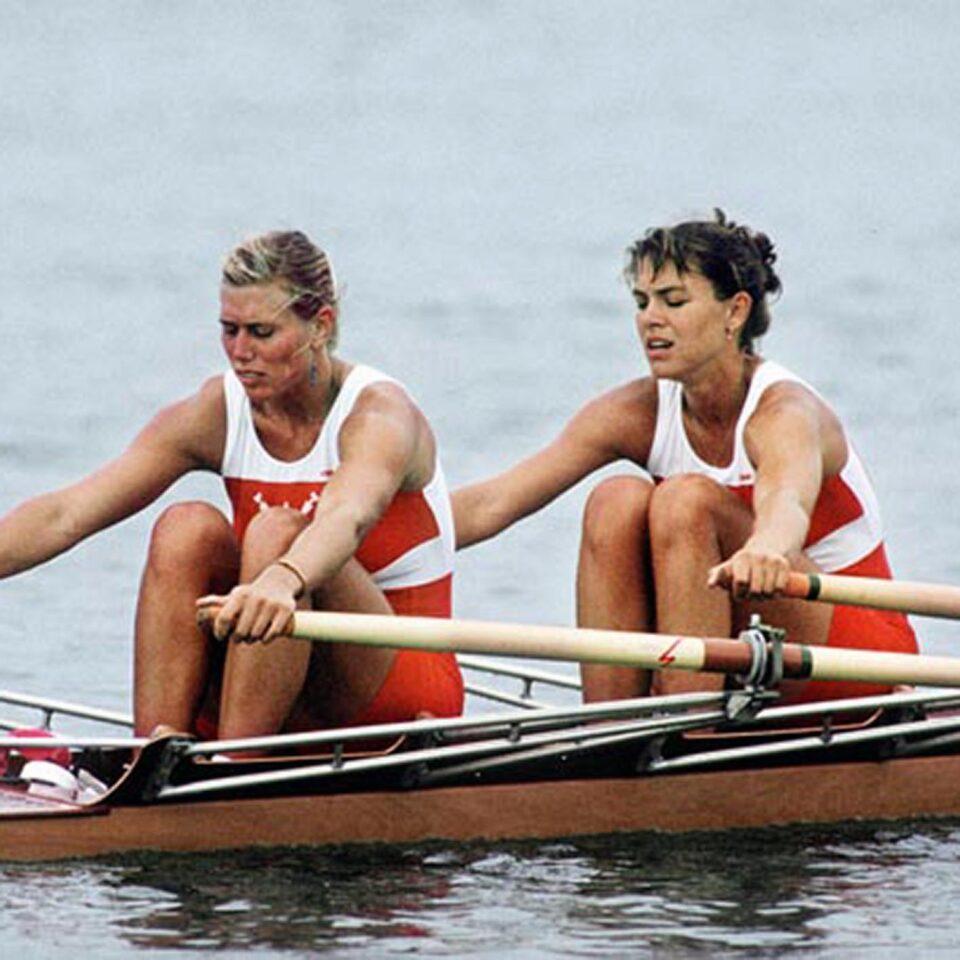 Canada's Silken Laumann (left) and Kay Worthington compete in the rowing event at the 1988 Olympic games in Seoul. (CP PHOTO/ COA/ Cromby McNeil)  Silken Laumann (gauche) et Kay Worthington du Canada participent au deux d'aviron fÈminin aux Jeux olympiques de SÈoul de 1988. (PC Photo/AOC)